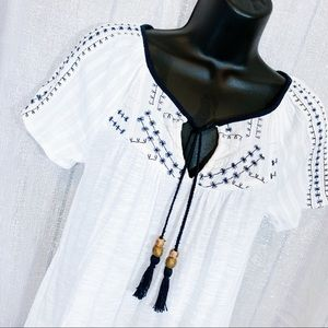 LUCKY BRAND 🍀 | White with blue design boho top